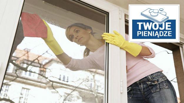 Najlepiej umyć okna samemu /Photoshot    /PAP/EPA