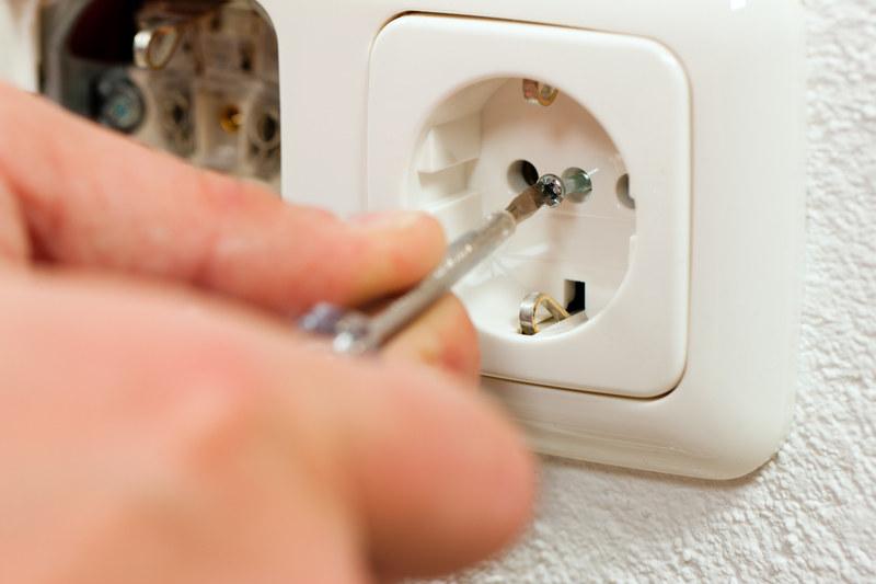 Najlepiej zarabiającą grupą wśród robotników byli elektrycy i elektrotechnicy /© Panthermedia
