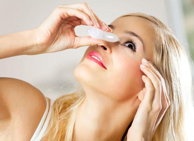 Najlepiej zbadać wzrok u lekarza i kupić zlecone przez niego okulary w sklepie okulistycznym /123RF/PICSEL