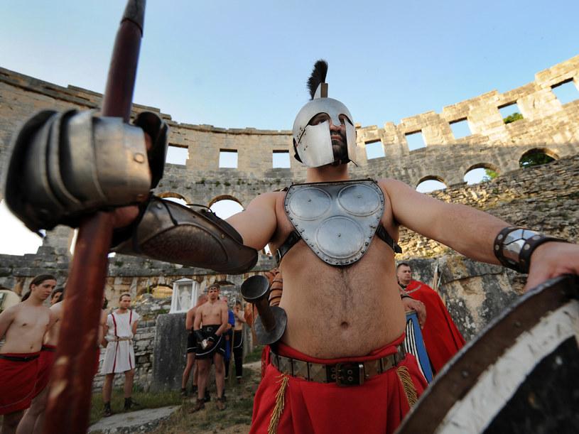 Najlepsi gladiatorzy występują przed publicznością  /AFP
