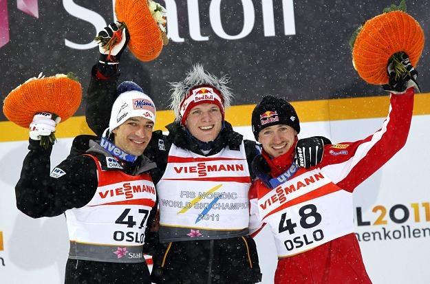 Najlepsi na średniej skoczni: Andreas Kofler (z lewej), Thomas Morgenstern (w środku) i Adam Małysz. /AFP