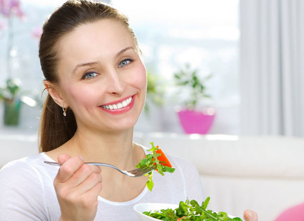 Najlepsza dieta musi być odpowiednio zbilansowana /123RF/PICSEL