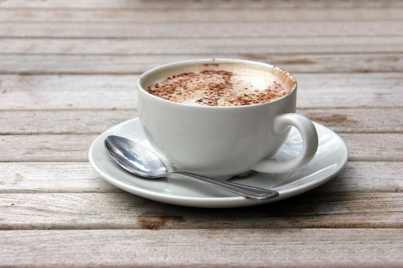 Najlepsza kawa jest ze świeżo zmielonych ziaren /123RF/PICSEL