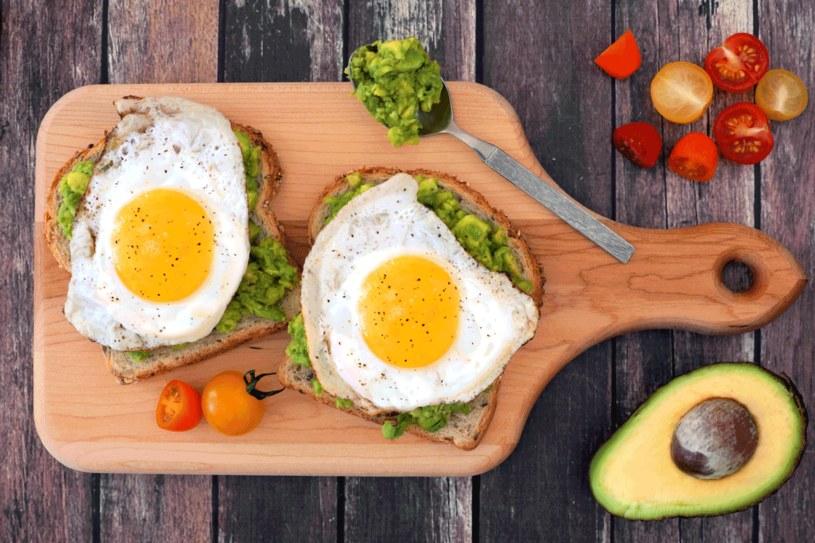 Najlepsza pora na śniadanie to godz. 6-9 /123RF/PICSEL