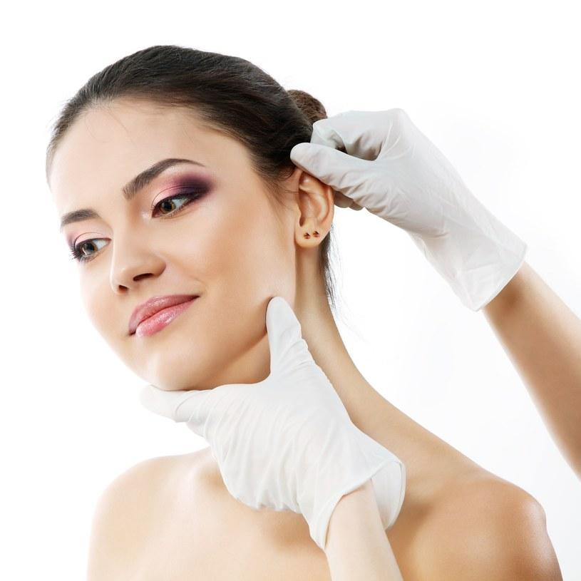 Najlepszą substancją do czyszczenia uszu, zarówno u dzieci, jak  i u dorosłych, jest oliwka z oliwek. /123RF/PICSEL
