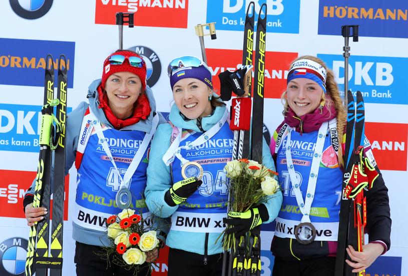 Najlepsze zawodniczki biegu indywidualnego w Pokljuce: Monika Hojnisz, Julija Dżima i Marketa Davidova /PAP/EPA