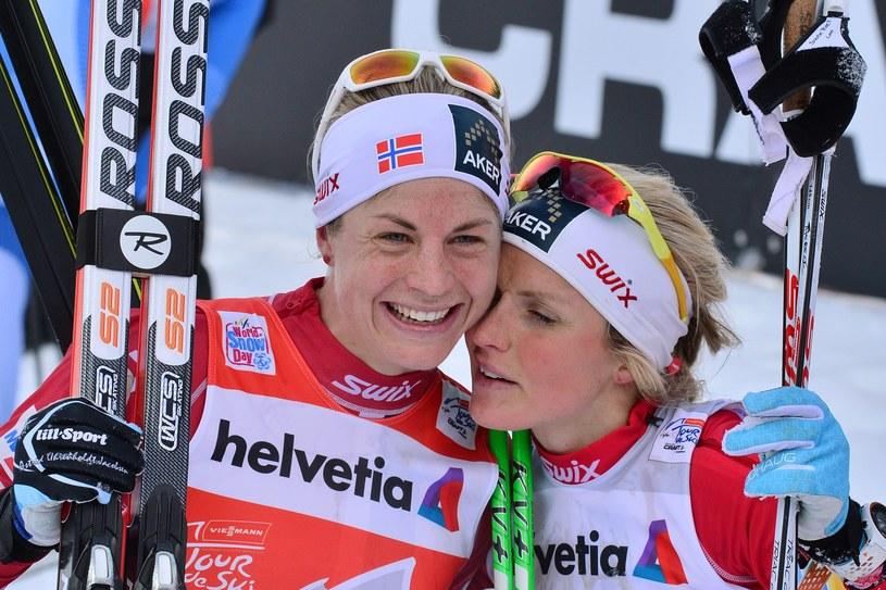 Najlepsze zawodniczki Tour de Ski - Therese Johaug (z prawej) i Astrid Uhrenholdt Jacobsen /AFP