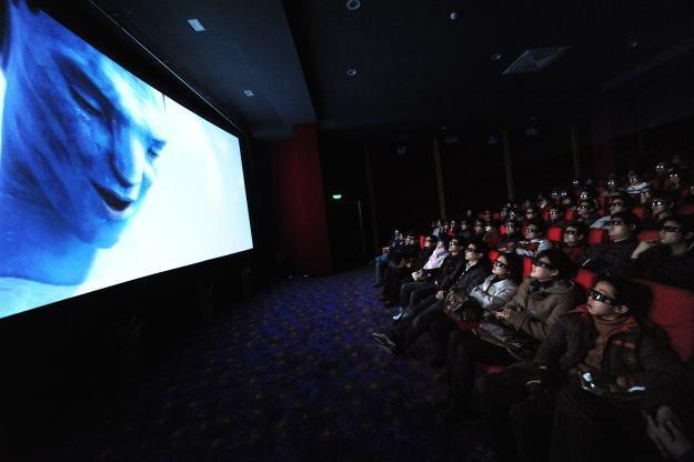 Najlepszym miejscem do oglądania filmu 3D w kinie są ostatnie rzędy - tam jest lepszy efekt 3D /AFP