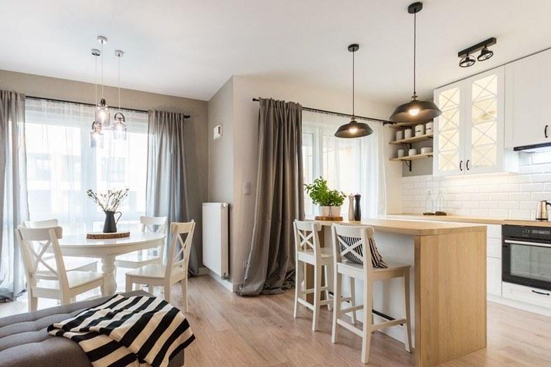 Najlepszym sposobem na wizualne powiększenie kuchni jest połączenie jej z salonem /materiały promocyjne