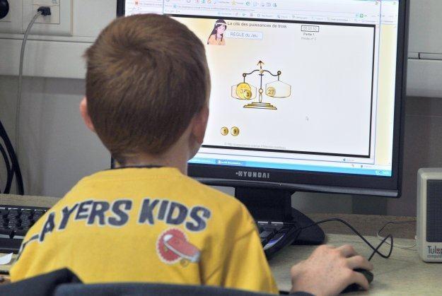 Najmłodsi powinni korzystać z komputerów pod kontrolą dorosłych /AFP