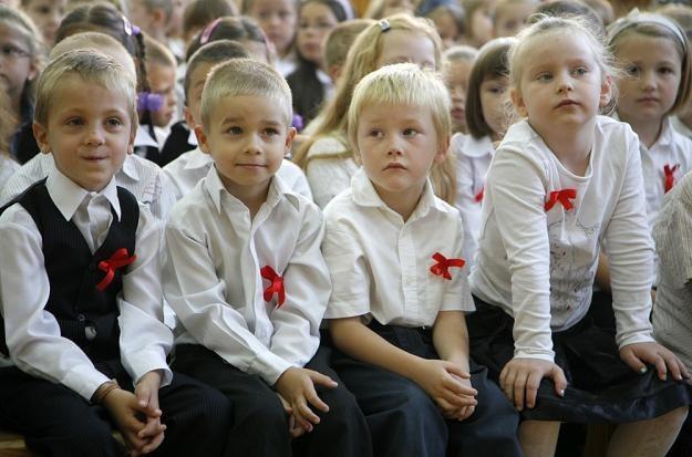 Najmłodsi z powrotu do szkoły cieszą się najbardziej /fot. Andrzej Stawiński /Reporter
