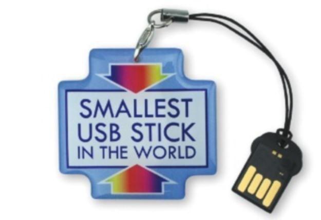 Najmniejszy pendrive na świecie mierzy zaledwie 1,95 cm długości.   Fot. Deonet /Internet