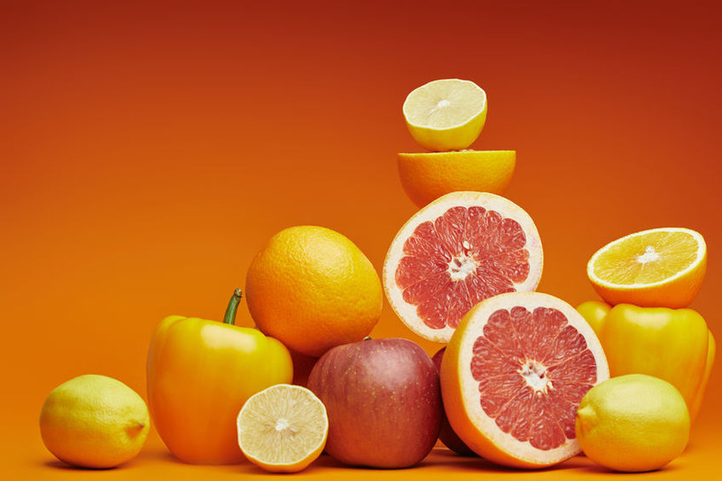 Najmocniejszym atutem żółtych i pomarańczowych roślin są przeciwutleniacze: karotenoidy /123RF/PICSEL