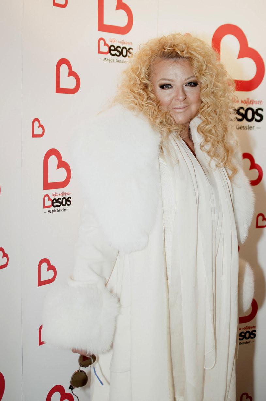 Najmodniejszym sposobem na noszenie bieli jest total look. Jest to rozwiązanie cieszące się szczególnym uznaniem wśród projektantów oraz gwiazd /East News