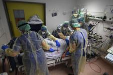 Najnowsze badania: Do śmierci na COVID-19 prowadzą trzy mechanizmy