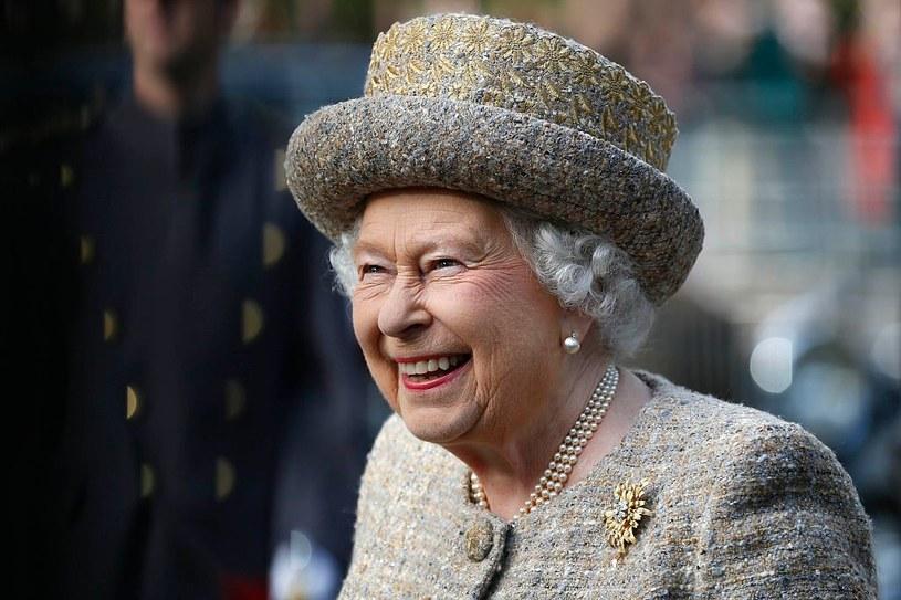 Najnowsze wydanie znaczków pocztowych z podobizną królowej Elżbiety pochodzi z 2013 roku. Wydano je z okazji 60-lecia koronacji królowej /Getty Images