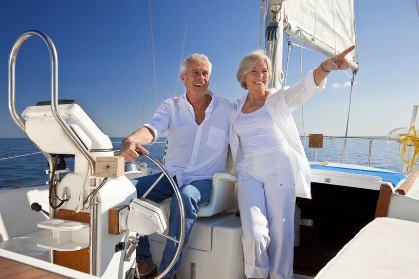 Najnowsze wyniki badań zaskakują: Zamożni żyją nawet 10 lat dłużej! /123RF/PICSEL