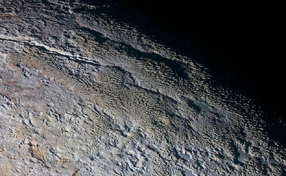 Najnowsze zdjęcie powierzchni Plutona /NASA/JHUAPL/SWRI /materiały prasowe