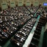 Najnowszy sondaż: Samodzielne rządy PiS, Paweł Kukiz poza Sejmem