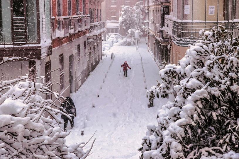 Najpierw COVID-19, a teraz śnieg /Ballesteros/ EPA /PAP