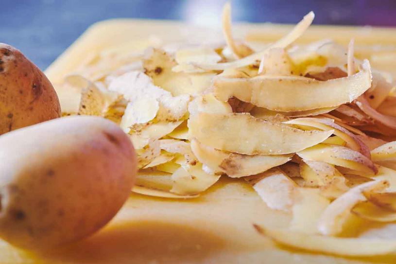 Najpierw dobrze wyszoruj ziemniaki /123RF/PICSEL