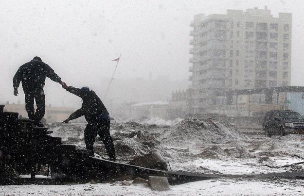 Najpierw Sandy, teraz burza śnieżna. Nowy Jork zmaga się z kolejnym kataklizmem /AFP