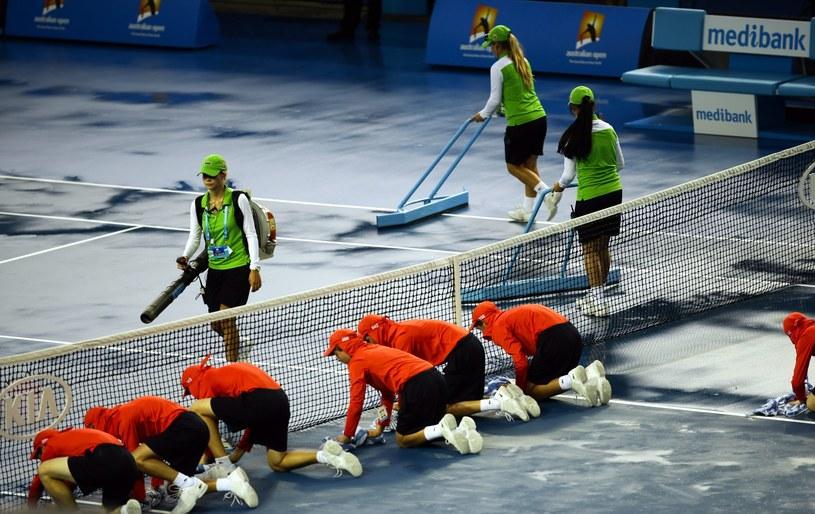 Najpierw skwar, a później ulewa - aura nie rozpieszcza tenisistów podczas Australian Open /PAP/EPA