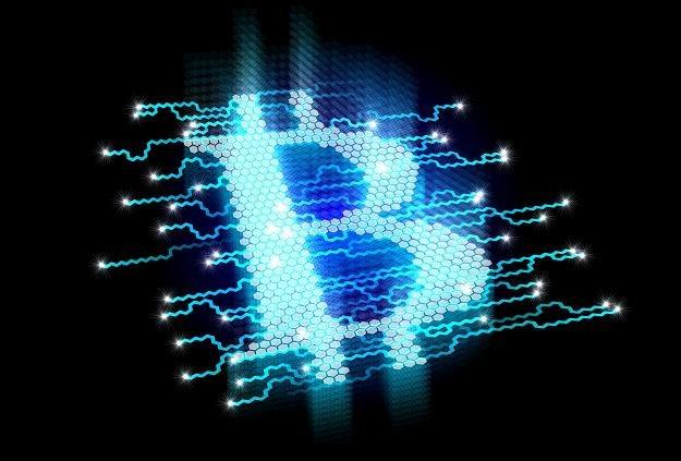 Najpopularniejsza z kryptowalut kosztowała w piątek ok. 8 tys. dolarów /©123RF/PICSEL