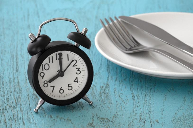 Najpopularnieszy wariant postu przerywanego: jemy w ciągu ośmu godzin na dobę /123RF/PICSEL