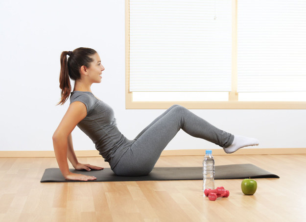 Najprostszym sposobem zapobiegania NTM jest zmiana stylu życia - regularne ćwiczenia i zdrowa dieta /123RF/PICSEL