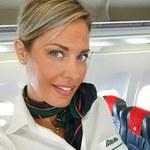 Najseksowniejsza stewardessa świata wie, jak przyciągnąć uwagę
