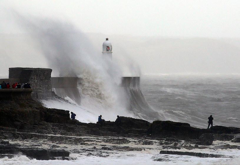 Najsilniejszy poryw wiatru zanotowano o 4. nad ranem na Wyspie Wight - 159 km/godz. /AFP