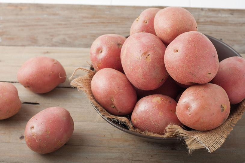 Najskuteczniejsze są gatunki ziemniaków o czerwonej skórce /123RF/PICSEL