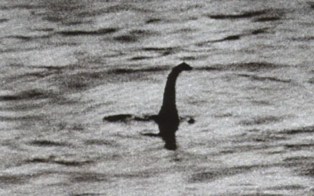 Najsłynniejsze zdjęcie rzekomego potwora z Loch Ness /materiały prasowe