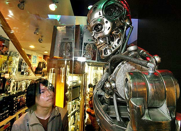 Najsłynniejszy filmowy cyborg - Terminator... /INTERIA.PL