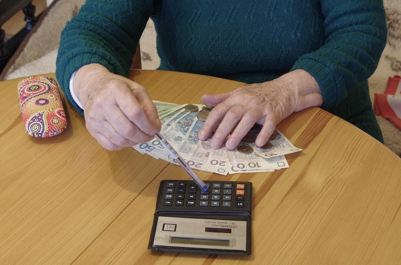 Najsolidniej do regulowania opłat podchodzą seniorzy. /ZOFIA I MAREK BAZAK  /East News