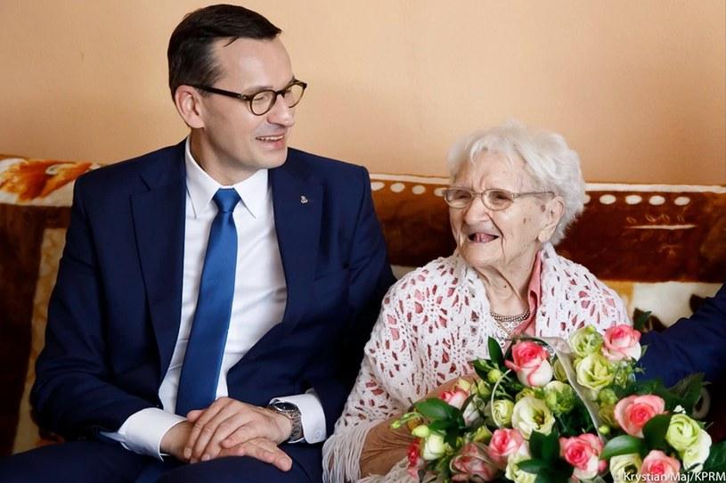 Najstarsza Polka Tekla Juniewicz z premierem Mateuszem Morawieckim /Krystian Maj/KPRM /materiały prasowe