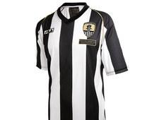 Najstarszy klub świata zaprezentował koszulkę na 150-lecie