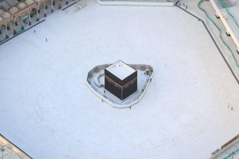 Najświętsze miejsce islamu. Władze zakazały wejścia do meczetu /BANDAR ALDANDANI/AFP/East News /East News