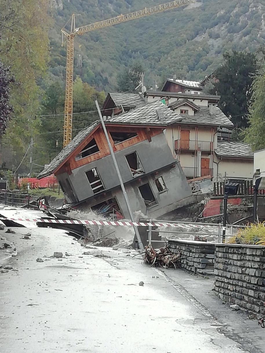 Najtrudniejsza sytuacja panuje w rejonie miasta Cuneo /Lorenzo Boratto /PAP/EPA