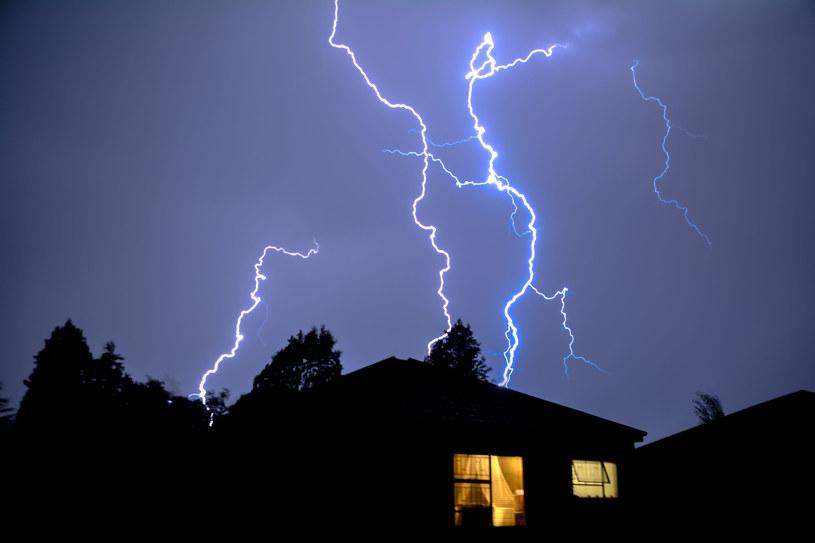 Najważniejsza jest właściwa ocena ryzyka i schronienie się, gdy grozi nam niebezpieczeństwo /INTERIA.TV /123RF/PICSEL
