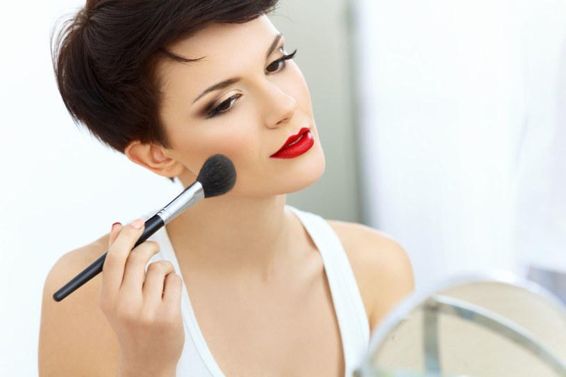 Najważniejsza zasada w makijażu, to czuć się w nim dobrze /123RF/PICSEL