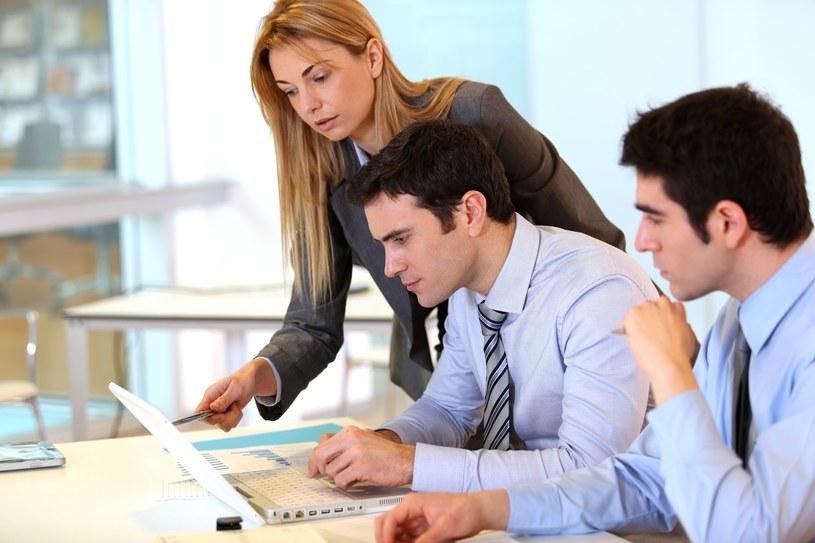 Najwięcej ofert pracy generuje handel i sprzedaż, bankowość/ finanse/ ubezpieczenia oraz przemysł ciężki /123RF/PICSEL