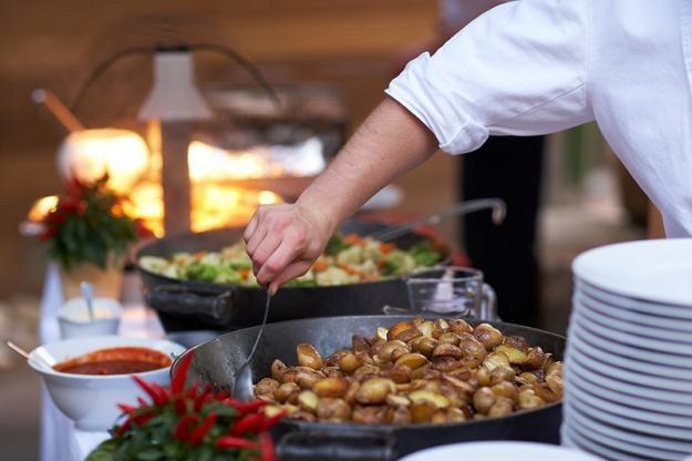 Najwięcej wakacyjnych ofert pracy tymczasowej jest w turystyce, handlu i gastronomii /© Panthermedia