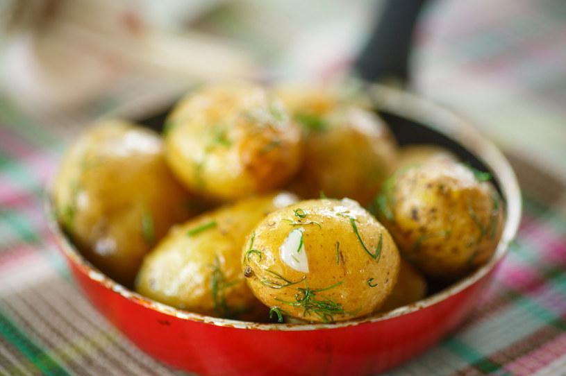 Najwięcej wartościowych substancji jest w skórce młodych ziemniaków /123RF/PICSEL