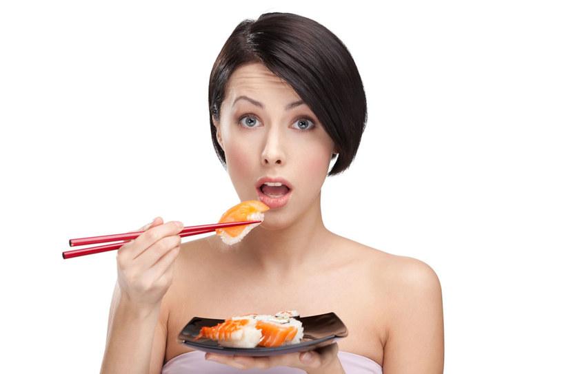 Najwięcej wspólnego ma z kuchnią japońską. Wykorzystuje wiele z jej typowych składników, choćby... wodorosty /123RF/PICSEL