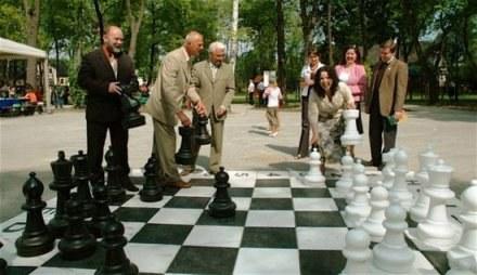 Największą atrakcją parku jest teraz duża szachownica / fot. Wojciech Małysz /Gazeta Codzienna