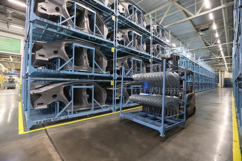 Największa na świecie fabryka samochodów zawiesiła działalność /Getty Images