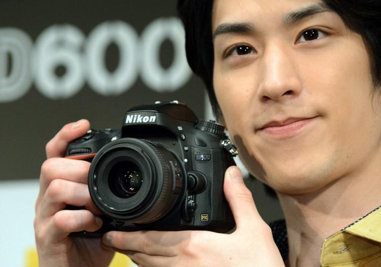 Największą popularnością wśród fotoamatorów cieszą się lustrzanki cyfrowe /AFP