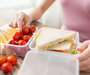 Największe mity dotyczące przechowywania produktów. Lepiej unikaj